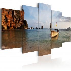 Foto schilderij - A fishing boat by the sea